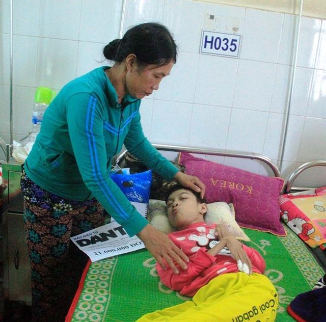 Bạn đọc giúp đỡ thiếu nữ chết mòn vì bại não hơn 21 triệu đồng - 2
