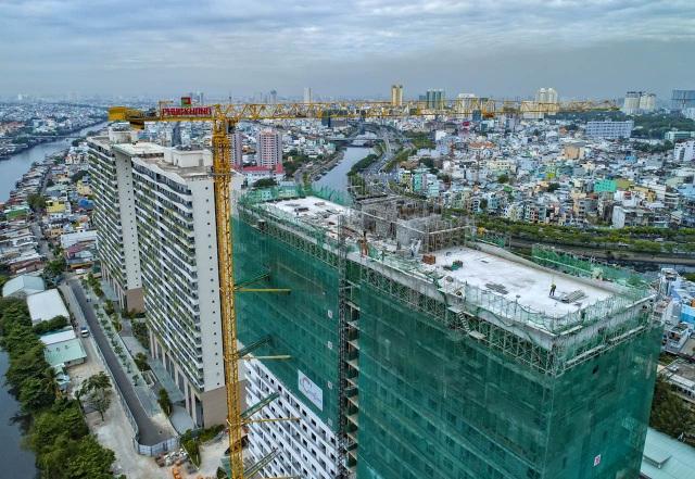 Cất nóc tháp C - Diamond Lotus Riverside - bức tường xanh khổng lồ giữa lòng Sài Gòn - 1