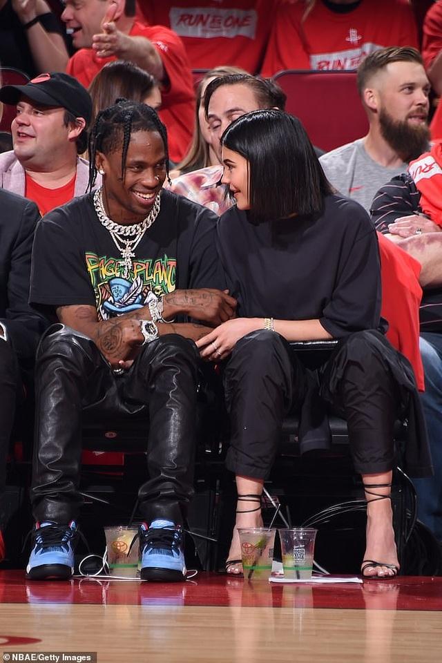 Kylie Jenner và con gái cưng mặc áo tắm đồng màu - 7