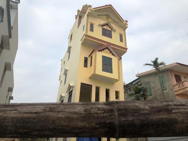 Cận cảnh ngôi nhà 5 tầng nghiêng như tháp nghiêng Pisa - 2