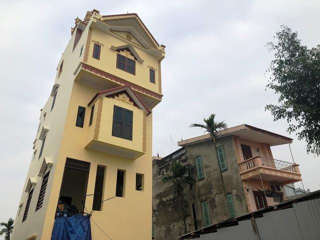 Cận cảnh ngôi nhà 5 tầng nghiêng như tháp nghiêng Pisa - 6