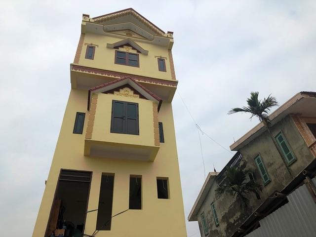 Cận cảnh ngôi nhà 5 tầng nghiêng như tháp nghiêng Pisa - 9
