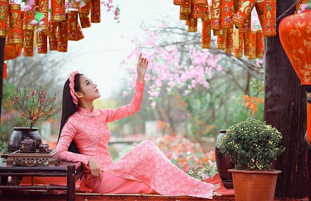 Rộn rịp thiếu nữ xinh đẹp chụp ảnh vườn đào đón Tết - 12
