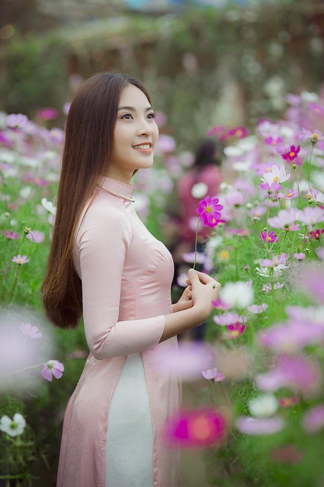 Rộn rịp thiếu nữ xinh đẹp chụp ảnh vườn đào đón Tết - 10