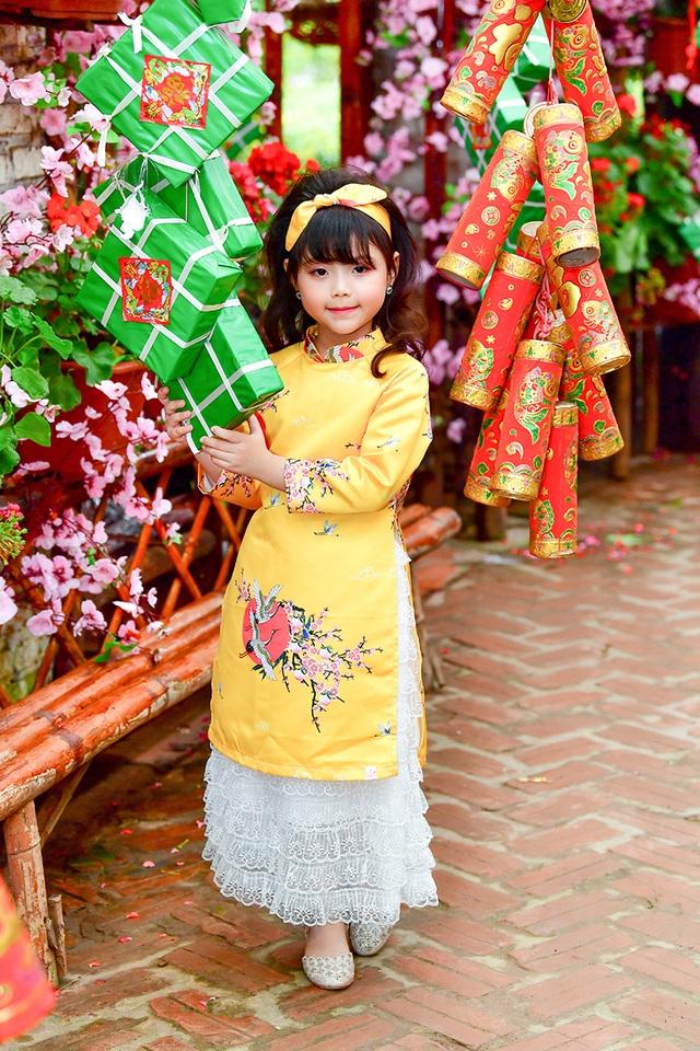 rộn rịp gái xinh chụp ảnh vườn đào đón Tết14.jpg