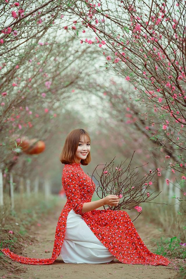 Rộn rịp thiếu nữ xinh đẹp chụp ảnh vườn đào đón Tết - 13