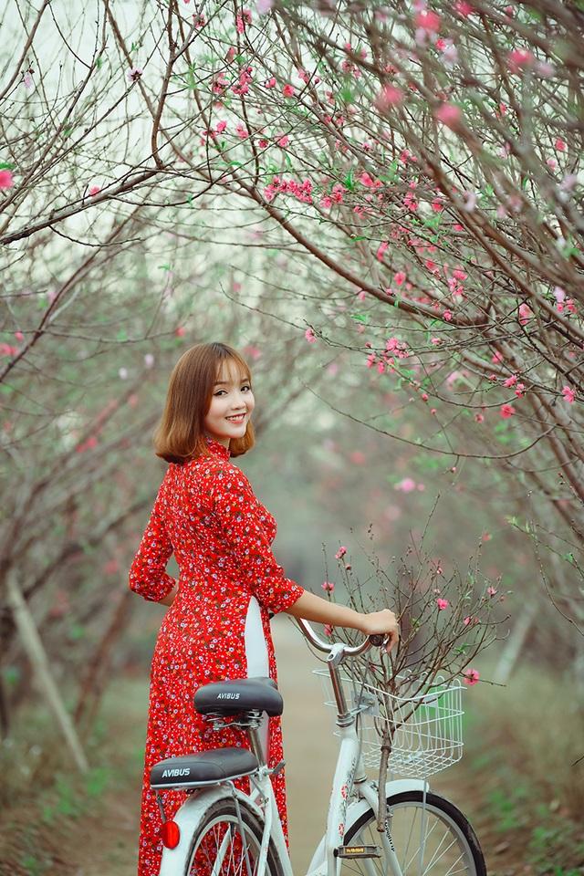 Rộn rịp thiếu nữ xinh đẹp chụp ảnh vườn đào đón Tết - 4