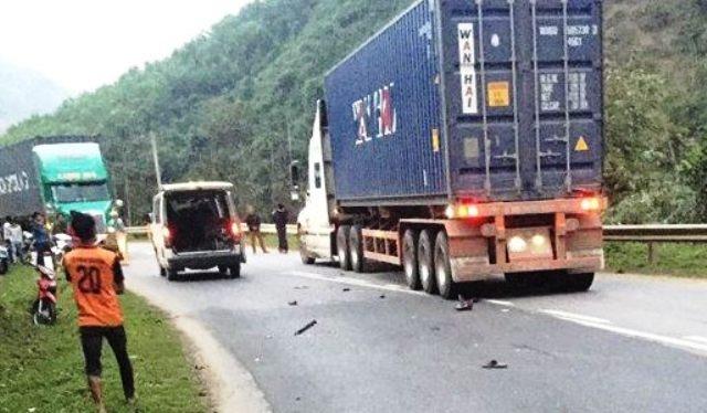 Cùng ngày, 3 người tử vong trong 2 vụ tai nạn đều liên quan đến container  - 1