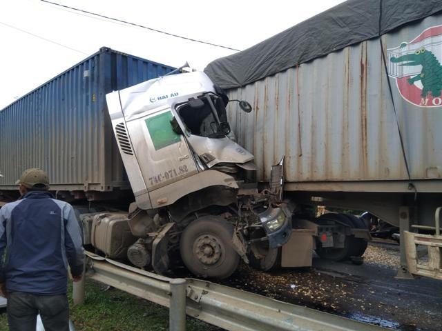 Cùng ngày, 3 người tử vong trong 2 vụ tai nạn đều liên quan đến container  - 2