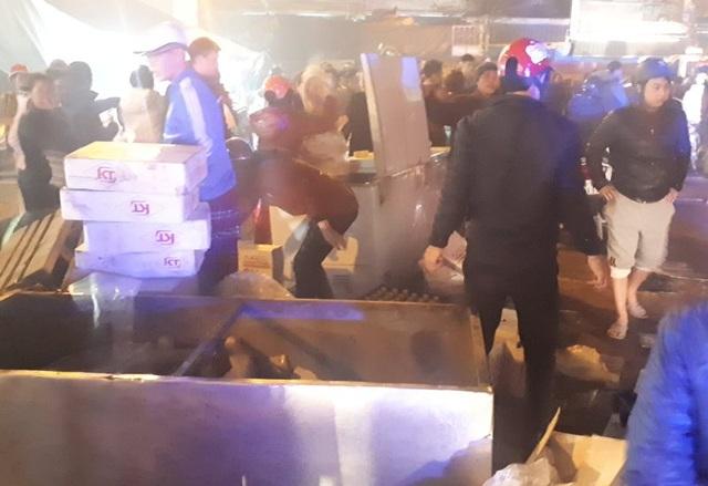 Lửa bốc lên trong đêm tại chợ đầu mối lớn nhất Thanh Hóa - 3