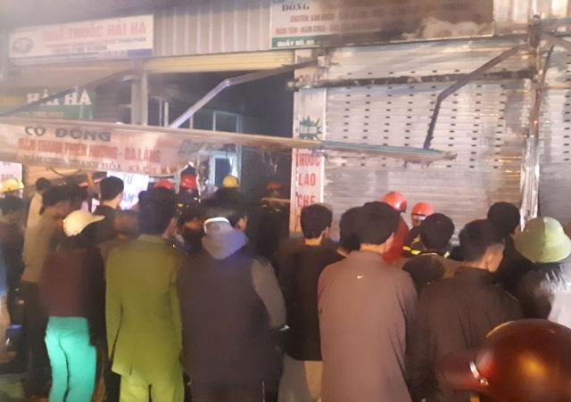 Lửa bốc lên trong đêm tại chợ đầu mối lớn nhất Thanh Hóa - 2
