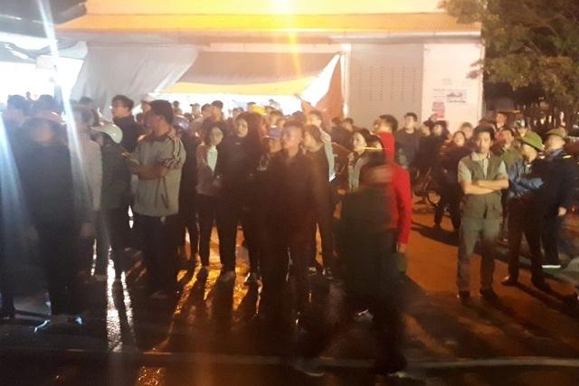 Lửa bốc lên trong đêm tại chợ đầu mối lớn nhất Thanh Hóa - 1