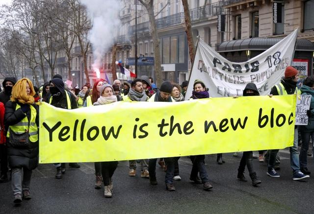 """Bạo động """"Áo vàng"""" tại Pháp: Người biểu tình mang quan tài xuống đường - 2"""