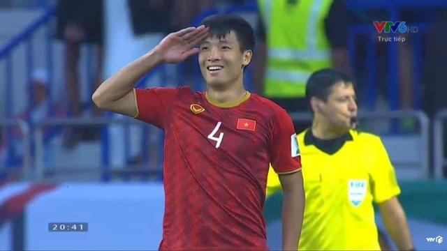 """Nghệ sĩ hét """"lạc giọng"""" trước chiến thắng của đội tuyển Việt Nam - 1"""