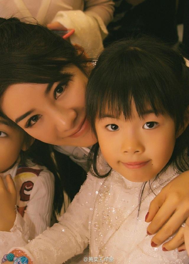Tiểu Yến Tử Huỳnh Dịch trẻ đẹp ngỡ ngàng trong tiệc sinh nhật con gái - 2