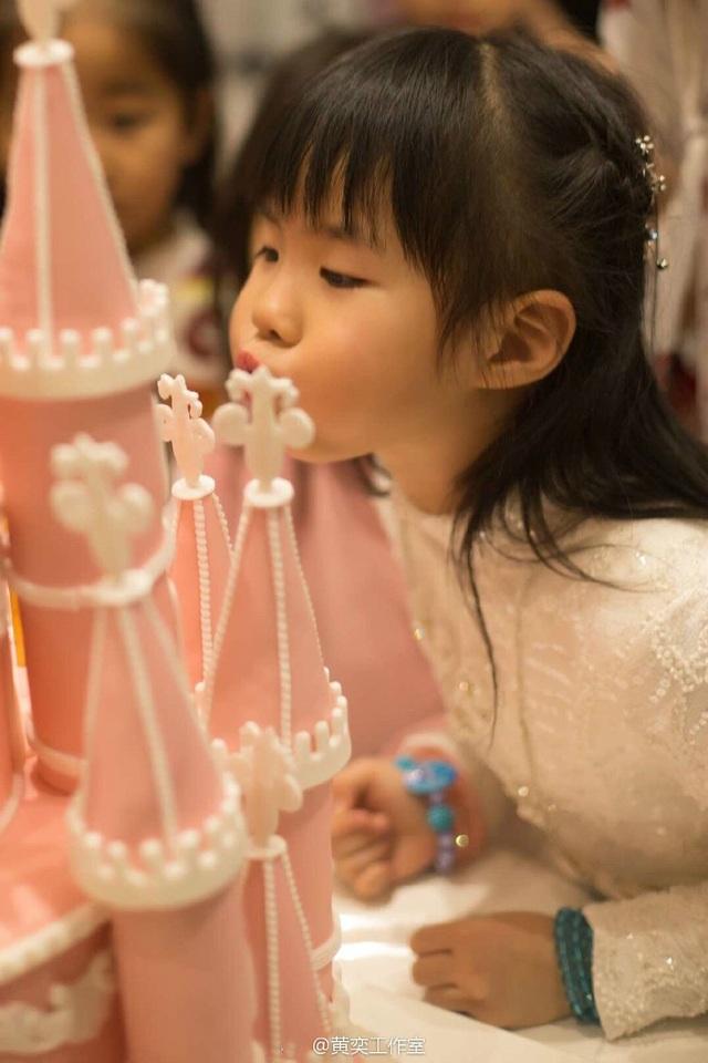 Tiểu Yến Tử Huỳnh Dịch trẻ đẹp ngỡ ngàng trong tiệc sinh nhật con gái - 6