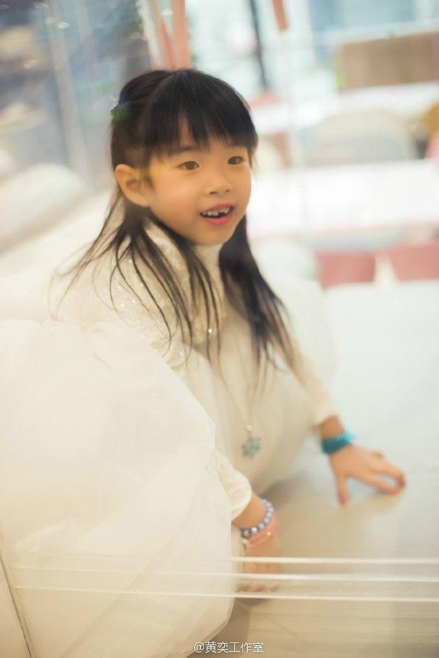 Tiểu Yến Tử Huỳnh Dịch trẻ đẹp ngỡ ngàng trong tiệc sinh nhật con gái - 7