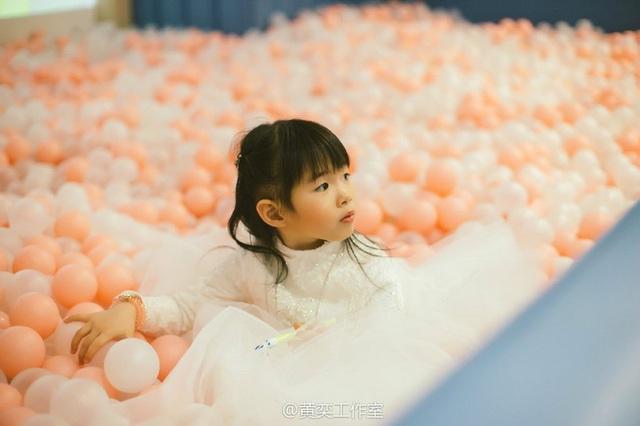 Tiểu Yến Tử Huỳnh Dịch trẻ đẹp ngỡ ngàng trong tiệc sinh nhật con gái - 8