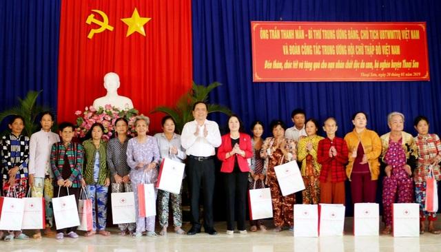 Chủ tịch MTTQ Việt Nam tặng quà Tết cho hộ nghèo, gia đình chính sách - 3