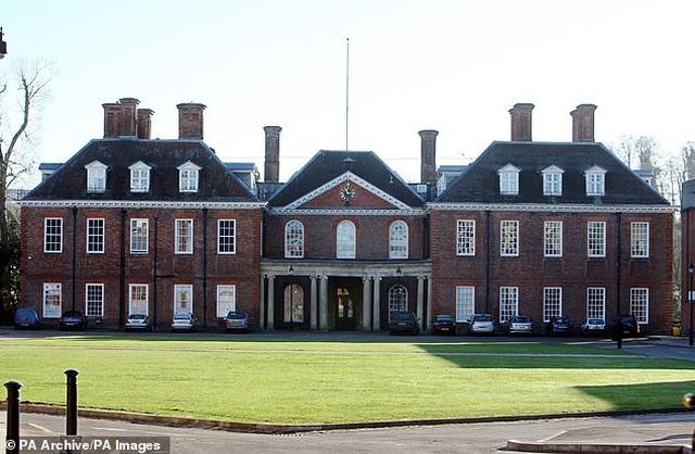 """Ngôi trường giúp công nương Kate Middleton """"lột xác"""" - 3"""