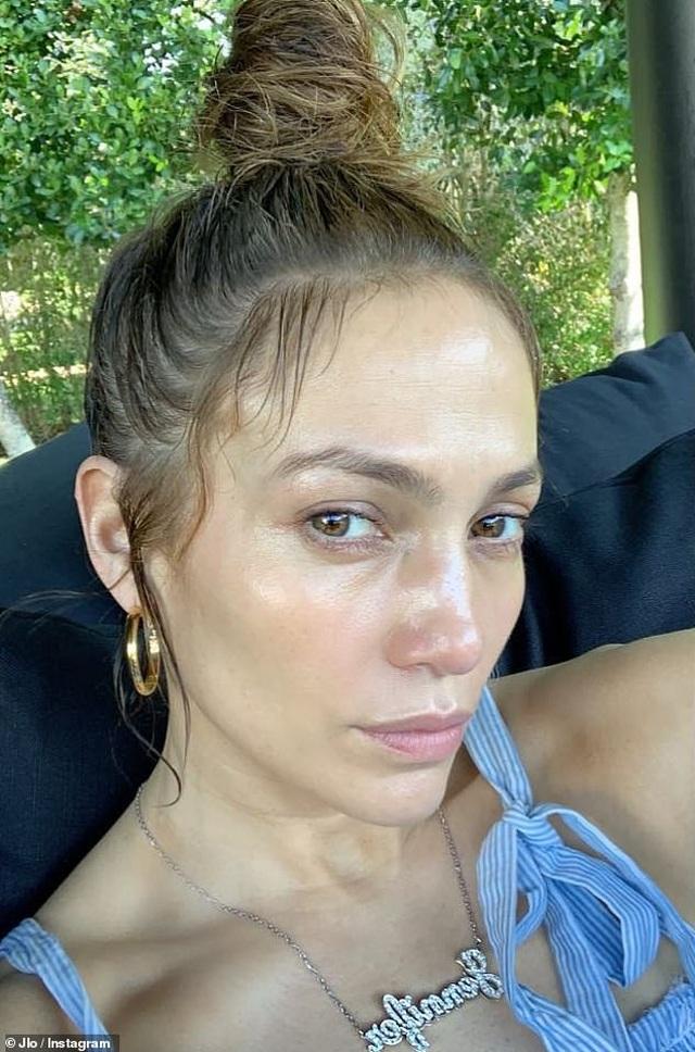 Jennifer Lopez lại khoe cơ bụng săn chắc - 5