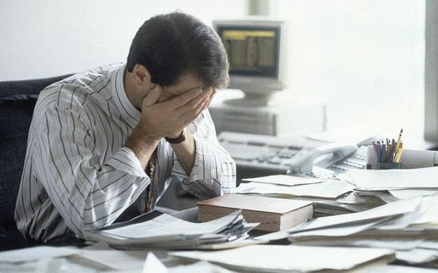 Làm việc nhiều giờ gây hại cho sức khỏe tim mạch thế nào? - 1