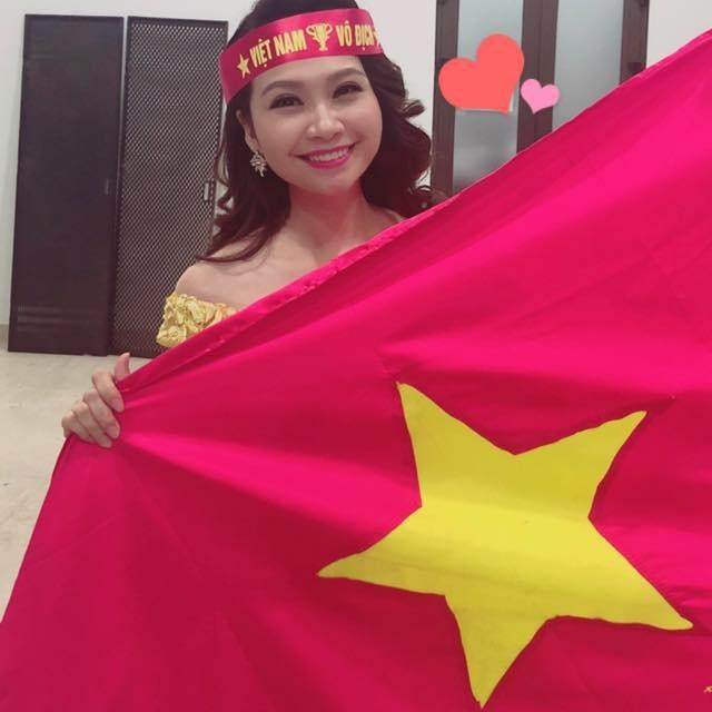 """Nghệ sĩ hét """"lạc giọng"""" trước chiến thắng của đội tuyển Việt Nam - 5"""