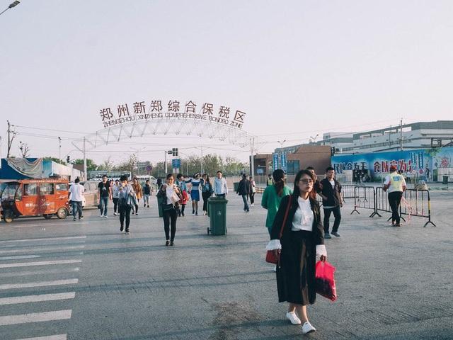 Thủ phủ iPhone tại Trung Quốc sa thải 50.000 công nhân - 1