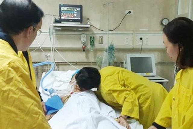 bộ y tế truy tặng kỷ niệm chương cho gia đình anh Quý.jpg