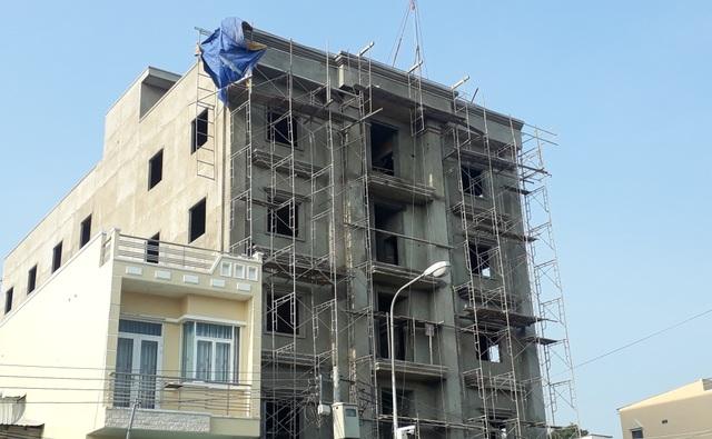 3 công nhân rơi từ tòa nhà đang xây, 2 người tử vong - 1