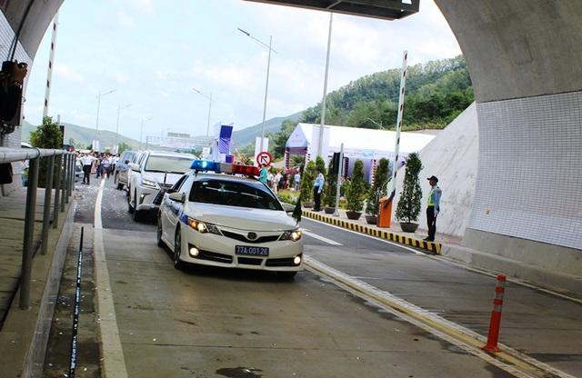 Chỉ mất 6 phút để qua hầm xuyên núi nối Bình Định - Phú Yên - 2