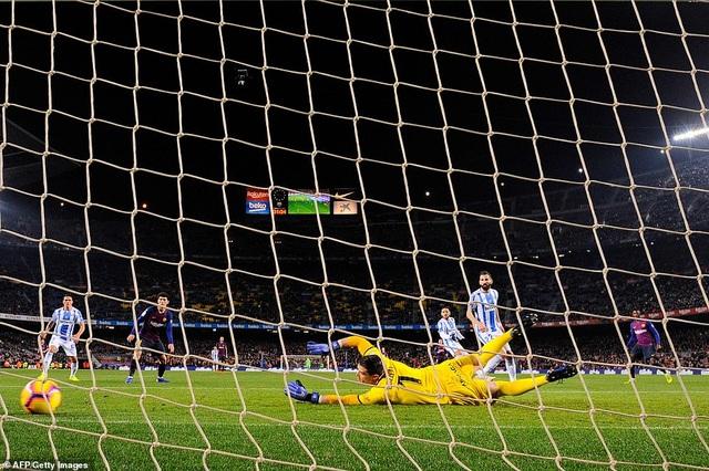 Messi và Suarez tỏa sáng, Barcelona vững ngôi đầu bảng La Liga Chia sẻ