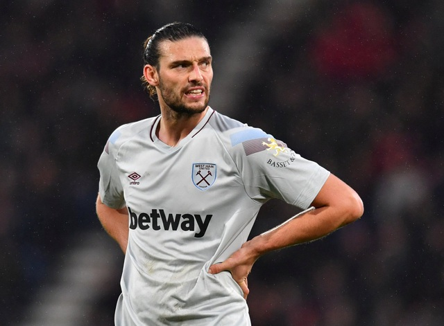 Andy-Carroll-in-action-for-West-Ham-2.jpg