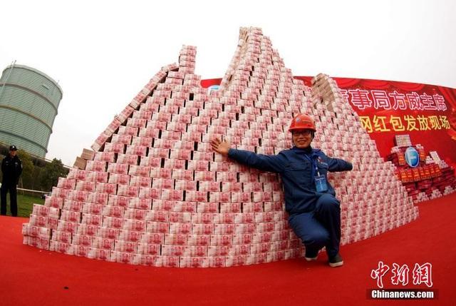 """Choáng ngợp """"núi tiền"""" công ty Trung Quốc thưởng tết cho nhân viên - 6"""