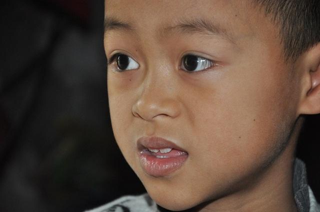 Nghẹn lòng cậu bé lớp 3 chăm mẹ câm điếc, bệnh tật trong căn nhà nát - 4