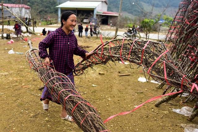 Đào rừng Sơn La bán tràn lan trên quốc lộ 6 chờ về Tết miền xuôi - 8