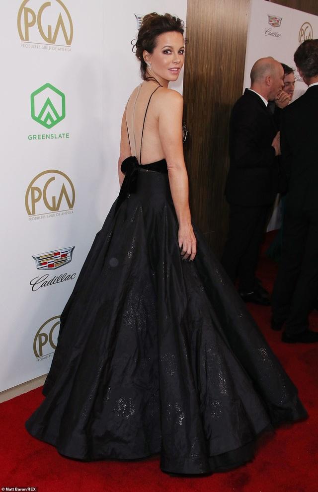 Kate Beckinsale khoe ngực căng tròn - 3