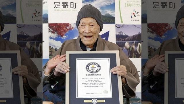 Người đàn ông lớn tuổi nhất thế giới qua đời - 1