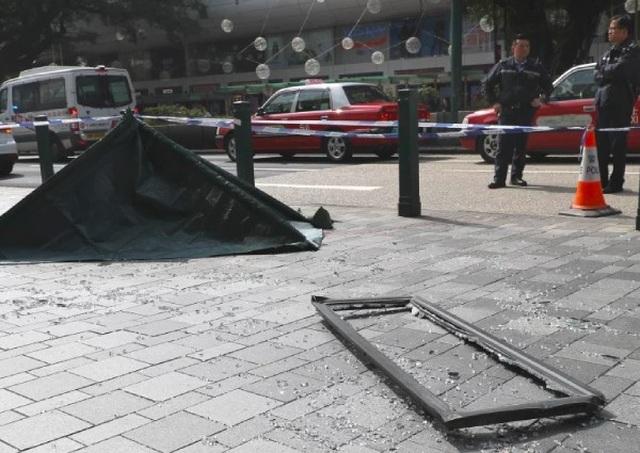 Nữ du khách chết thảm vì bị cửa sổ khách sạn từ tầng 16... rơi trúng đầu - 1