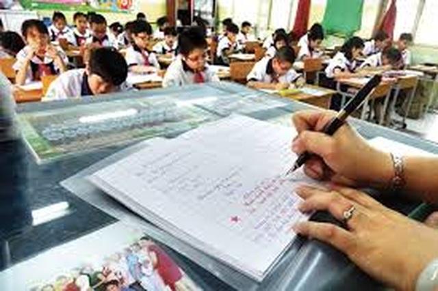 Bộ GDĐT chỉ thị: Tuyệt đối không giao thêm hồ sơ sổ sách cho giáo viên - 1
