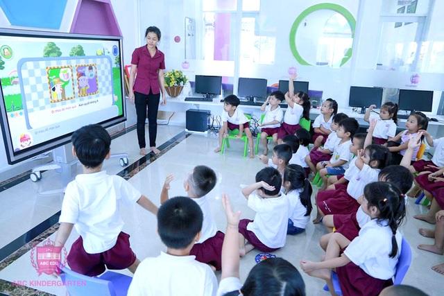Bước tiến mới - Ứng dụng màn hình tương tác thông minh trong giảng dạy - 3