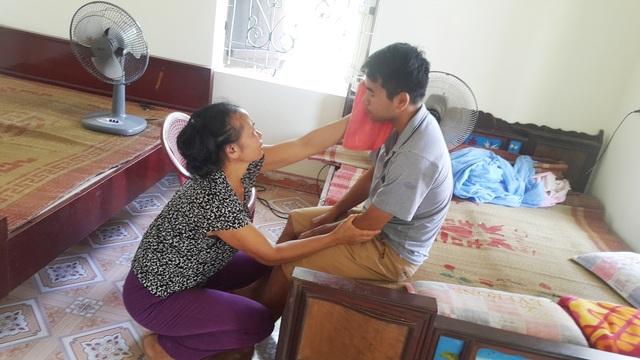 Xót xa người phụ nữ gồng mình chăm chồng bại liệt, nuôi con tâm thần - 1