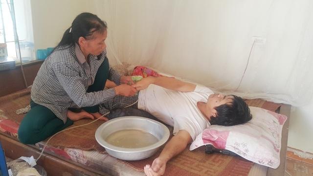 Xót xa người phụ nữ gồng mình chăm chồng bại liệt, nuôi con tâm thần - 2