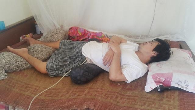 Xót xa người phụ nữ gồng mình chăm chồng bại liệt, nuôi con tâm thần - 3