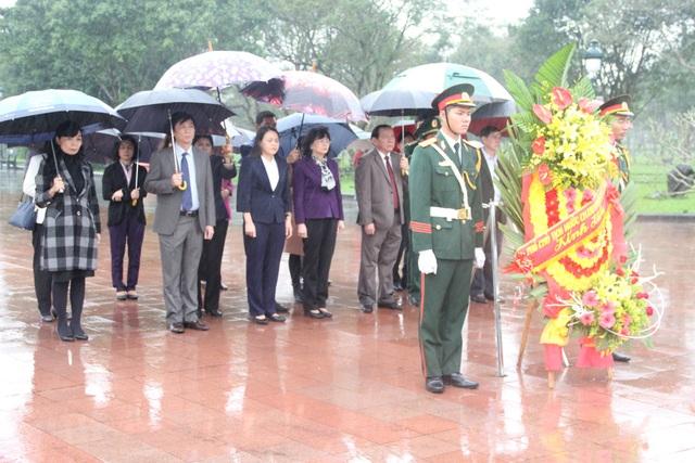 Phó Chủ tịch nước trao quà Tết cho người dân vùng biên giới Quảng Trị - 8
