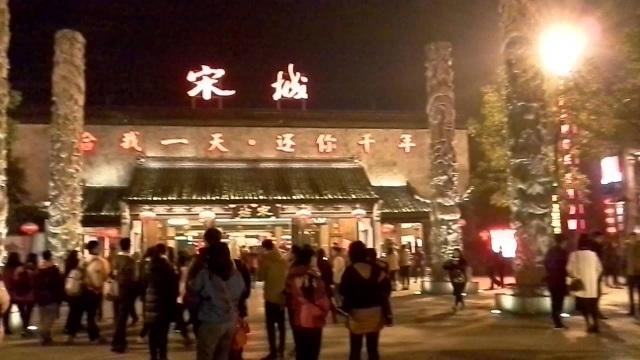 Công ty Trung Quốc cho nhân viên nữ nghỉ thêm 8 ngày để... thoát ế! - 2