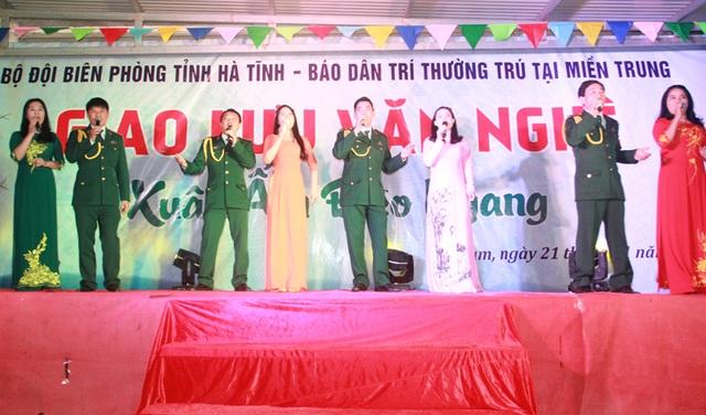 """Xúc động đêm giao lưu """"Xuân ấm Đèo Ngang"""" giúp bà con nghèo Hà Tĩnh đón Tết - 6"""