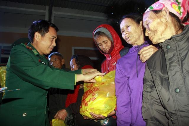 """Xúc động đêm giao lưu """"Xuân ấm Đèo Ngang"""" giúp bà con nghèo Hà Tĩnh đón Tết - 19"""