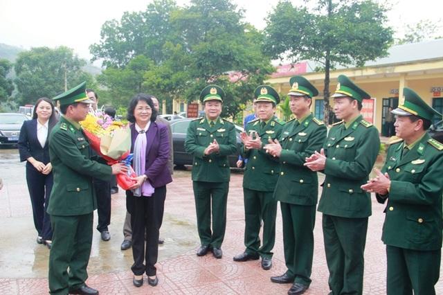 Phó Chủ tịch nước trao quà Tết cho người dân vùng biên giới Quảng Trị - 2
