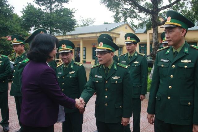 Phó Chủ tịch nước trao quà Tết cho người dân vùng biên giới Quảng Trị - 3
